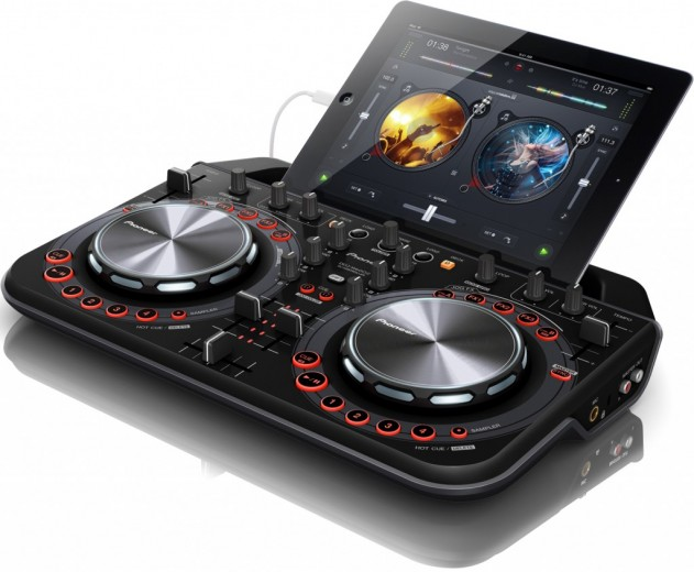 DDJ-WEGO2-K-with-iPad_300dpi-5in-1024x844-631x520