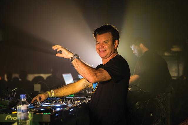 14_Luminosity-Paul-van-Dyk-&-Paul-Oakenfold---Westerunie--Patrick-van-Beek--15-10-2014-6