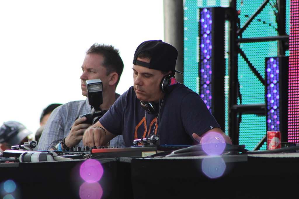 DJ Godfather kept it hot & heavy during his Monday afternoon set. Photo: Chris Caruso