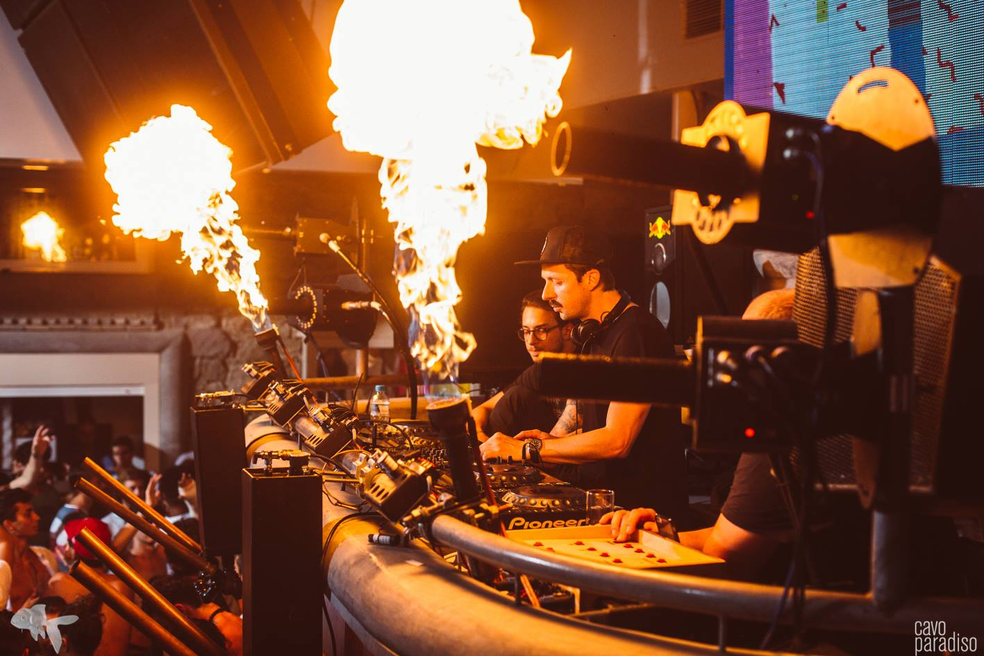 Martin Solveig lays out a fiery set