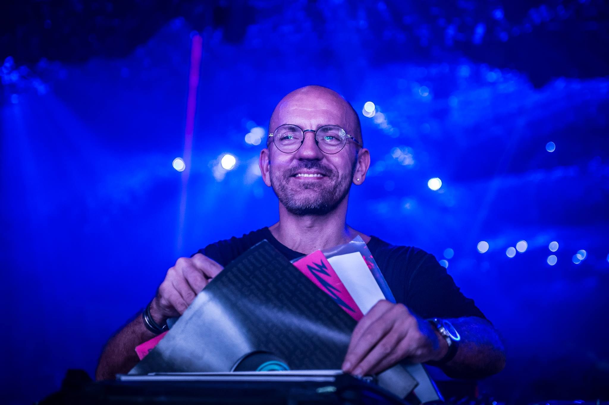 Papa Sven's atmospheric set stood in stark contrast to his banging 2014 performance.