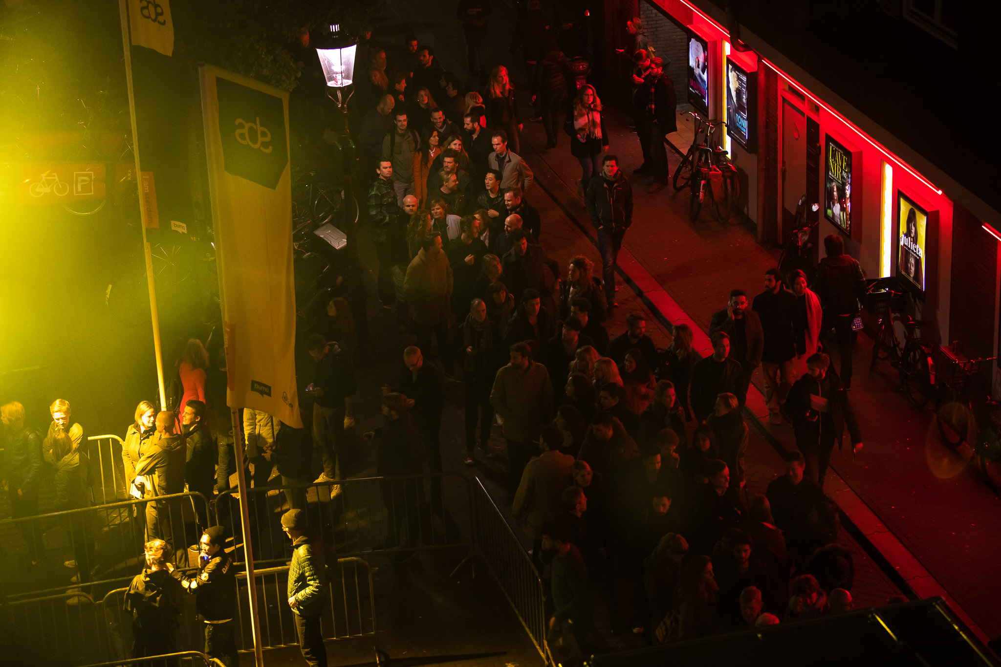 The scene outside Melkweg & Sugarfactory was nothing compared to the madness happening within. | Photo:tomdomscom